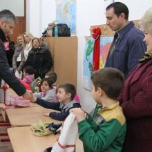 Actiune umanitara A.N.P.C.P.P.S. Romania - InfoCons care a constat în distribuirea de alimente către familiile defavorizate.