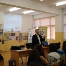 Domnul Sorin Mierlea -Presedinte al A.N.P.C.P.P.S.Romania -InfoCons la actiunile dedicate Saptamanii Altfel -Scoala nr 1 Pantelimon