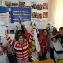 Reprezentanta A.N.P.C.P.P.S.Romania – Europe Direct Brasov – a fost pentru a inmana daruri de Craciun copiilor in cadrul Scolii Generale Budila din Brasov, Comuna Budila