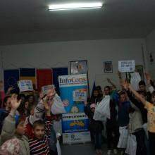Reprezentantii A.N.P.C.P.P.S. Romania – InfoCons au oferit diverse produse copiilor din Scoala Generala si Gradinita din Moeciu de Sus, judetul Brasov