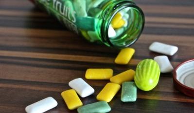 Guma de mestecat - TOP 10 produse in functie de valoarea energetica