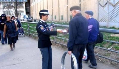 Diseminare de materiale educativ-informative ale InfoCons in partenriat cu Politia Comunitara Bucuresti in cadrul retelei Info EU-RO