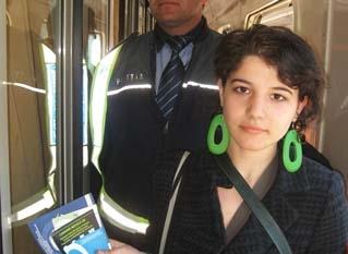 Diseminare materiale ale InfoCons in cadrul actiunii de 15 Martie, ziua Internationala a Consumatorilor in mijloacele de transport feroviar.
