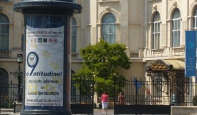 """Promovarea campaniei nationale """"o9atitudine!"""" pe suport outdoor in fata Bibliotecii Central Universitare din Bucuresti."""
