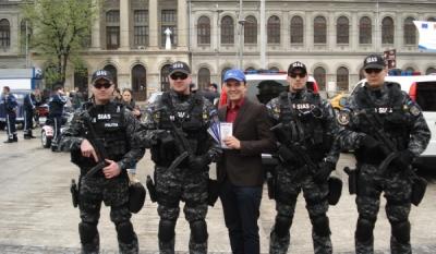 Reprezentantii InfoCons au diseminat materiale informativ-educative de Ziua Politiei Romane