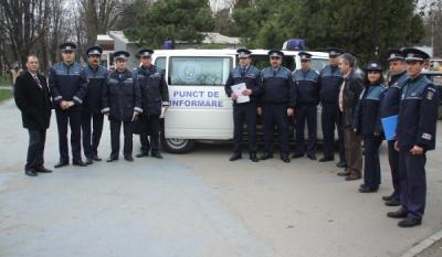 """Diseminarea materialelor educativ-informative InfoCons in cadrul campaniei """"o9atitudine!"""" pe diferitele teme de desfasurare ale campaniei cu ajutorul Politiei de Proximitate din cadrul Inspectoratului General al Politiei din Romania"""