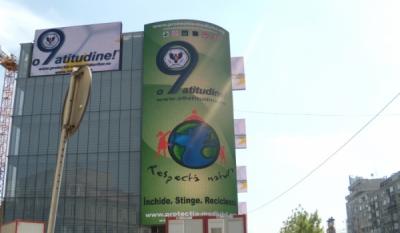 """Promovarea Campaniei Nationale """"o9atitudine!"""" pe suport outdoor pe proiectiile magazinului Cocor – Bucuresti"""