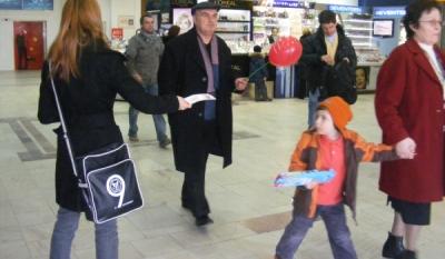 Diseminare materiale ale InfoCons in cadrul actiunii de 15 Martie, Ziua Internationala a Consumatorilor, in Centrele Comerciale din Bucuresti