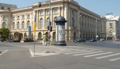 """Promovarea campaniei nationale """"o9atitudine!"""" pe suport outdoor in fata Bibliotecii Central Universitare din Bucuresti"""