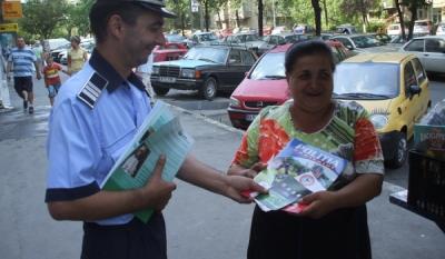 """Diseminarea materialelor educativ-informative InfoCons in cadrul campaniei """"o9atitudine!"""" cu ajutorul Politiei de Proximitate din cadrul IGPR"""