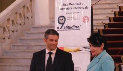 Domnul Sorin Mierlea, Presedintele InfoCons, alaturi de Vicepresedinte Judecator Doctor Elisabeta Rosu, Curtea de Apel Bucuresti