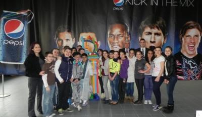 Reprezentantii InfoCons impreuna cu elevii clasei a-V-a de la Scoala nr. 1 Pantelimon, in vizita la Fabrica PepsiCo