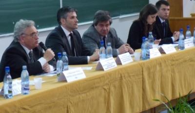 Conferinta organizata de InfoCons, asociatie de consumatori, centru gazda Europe Direct Brasov, in aula Universitatii Transilvania din Brasov