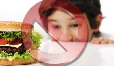 Minorii de la 3 până la 15 ani pot apărea în reclame la produse alimentare, dar pasiv