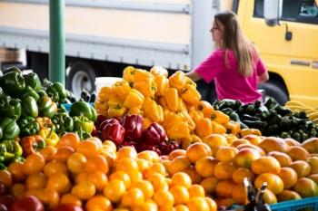 Abateri de la prevederile legale la comercializarea legumelor şi fructelor proaspete la peste 68% dintre operatorii economici controlați de ANPC