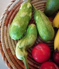 """Cumpărați fructe și legume """"urâte"""" pentru prevenirea risipei alimentare! Gustul este la fel de bun!"""