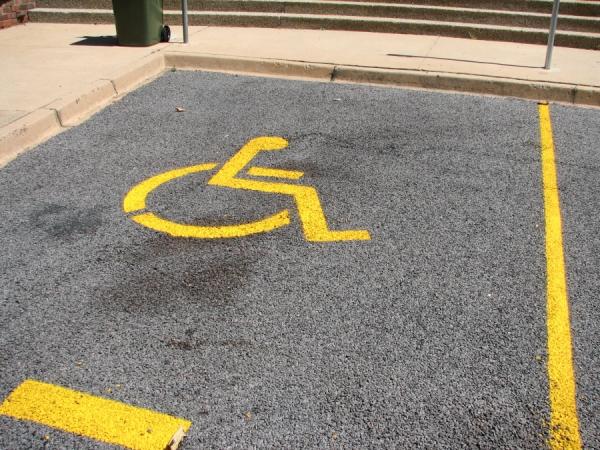 Parcarile din Bucuresti , sunt multe sau putine ? Pentru persoanele cu dizabilitati aproape nu exista !