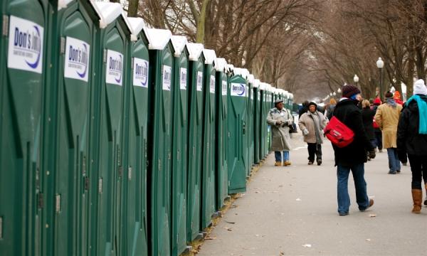 Toaletele publice, un lux pentru anumite sectoare din Capitală