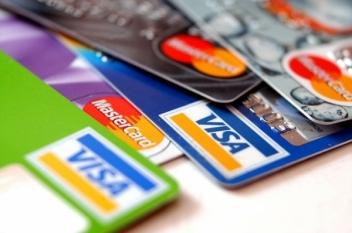 Avantajele și dezavantajele cardurilor de cumpărături