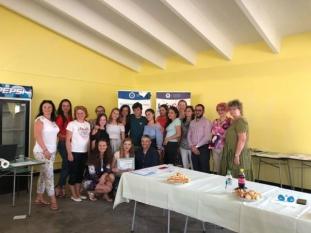 Domnul Sorin Mierlea, Președinte InfoCons, alături de câștigătorii probei pe echipe al Concursului Național ''Alege! Este dreptul tău!'' – ediția 2018