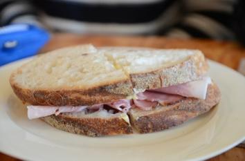 Câte E-uri găsim într-un sandviș?