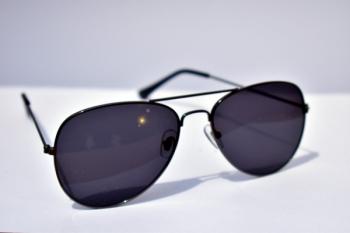 Cum alegi ochelarii de soare pentru a-ți proteja ochii?