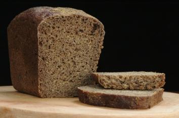 Pâinea neagră - Peste 20% din produse au peste 6 E-uri și conțin cantități maxime de zahăr de până la 5,4g/100g !