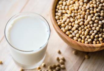Lapte din soia cu până la 5 aditivi!