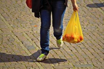 Greșeli pe care nu trebuie să le (mai) faceți pentru a nu contamina mâncarea! (partea 1)