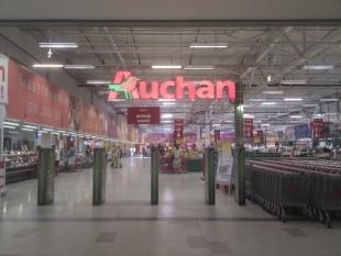 Carrefour, Auchan și Cora, amendate de Consiliul Concurenței cu peste 15 milioane de euro