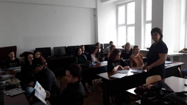 Reprezentanții InfoCons participă la dezbaterea cu tineri pe tema risipei alimentare !
