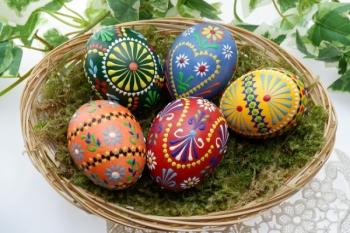 Cumperi ouă pentru masa de Paşte? Ia aminte la sfaturile adresate de InfoCons consumatorilor!