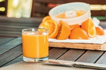 Este sucul de fructe mai sănătos decât băutura carbogazoasă?