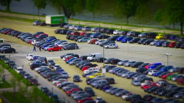 Comisia solicită României să își alinieze legislația în domeniul asigurărilor auto la normele UE