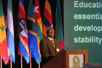 Comisarul Navracsics găzduiește al doilea Summit european pentru educație