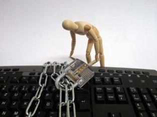 Atenție! Socializarea online și postarea de informații cu caracter personal!